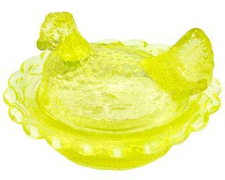 Vaseline Glass hen on a nest