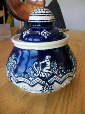blue-and-white-jar