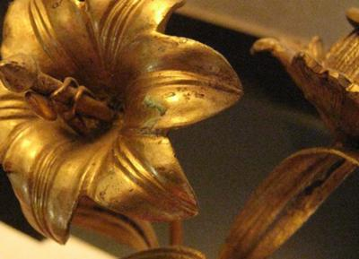 Leaf decoration on Wedgwood Candlesticks